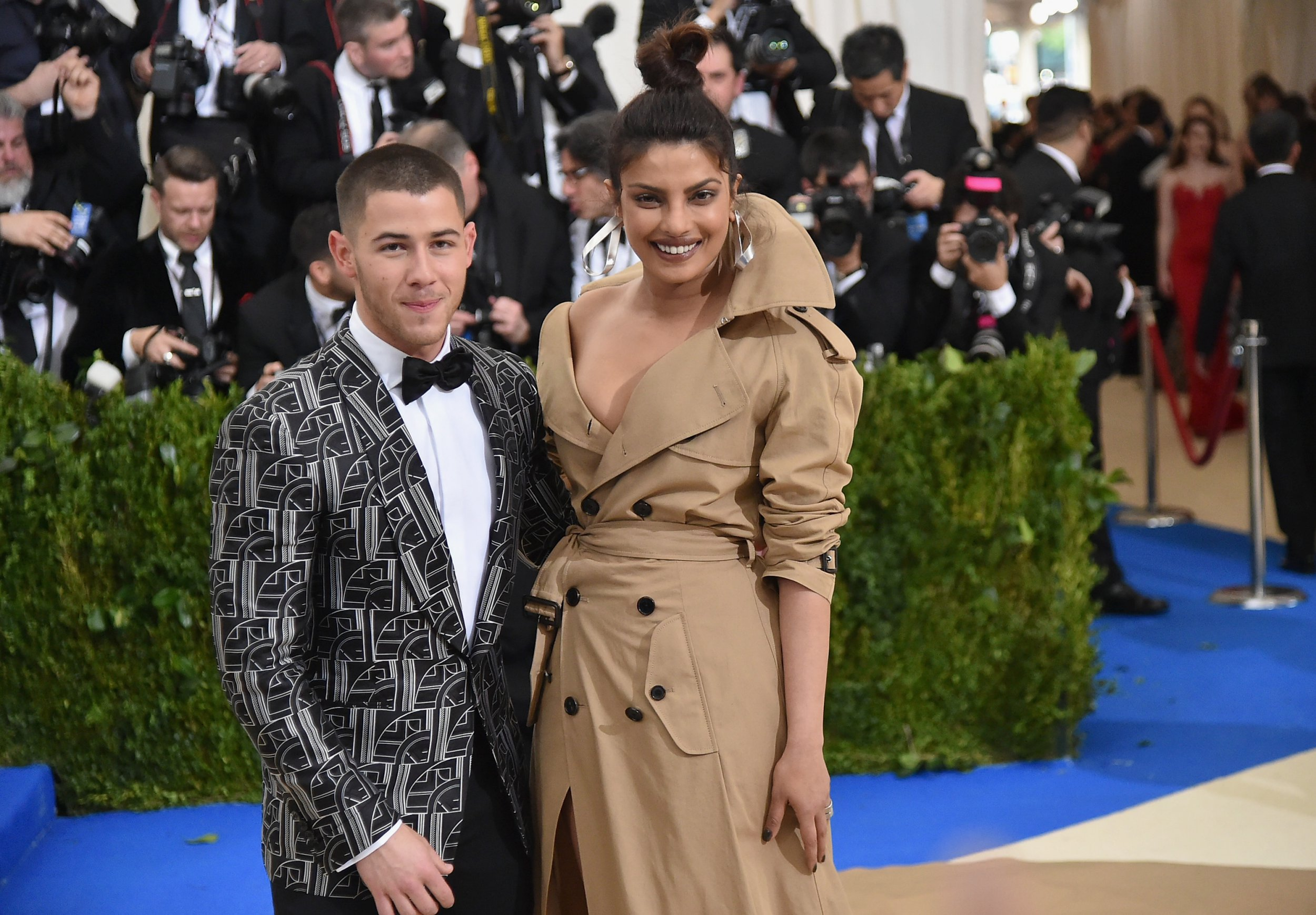 "NEW YORK, NY - MAY 01: Nick Jonas (L) and Priyanka Chopra attend the ""Rei Kawakubo/Comme des Garcons: Art Of The In-Between"" Costume Institute Gala at Metropolitan Museum of Art on May 1, 2017 in New York City. (Photo by Mike Coppola/Getty Images for People.com)"