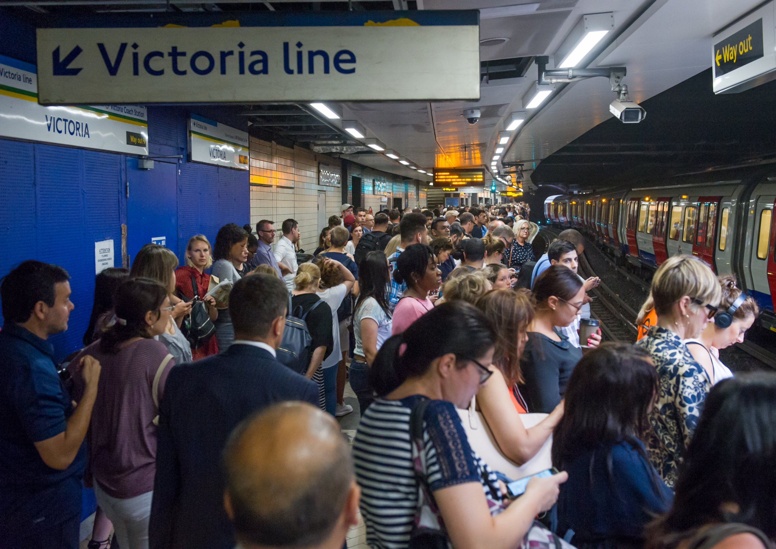 Image ??Licensed to i-Images Picture Agency. 05/07/2018. London, United Kingdom. London Victoria station delays. View of the District Line Underground platform at Victoria Station. All rail commuters have been warned not to travel via London??Victoria??after a signal failure sparked a meltdown across the network in south London. Hundreds of thousands of commuters were facing travel hell on Thursday morning with Gatwick Express, Southern and Thameslink routes all affected.??The problems are expected to last until the end of the day. Picture by Gustavo Valiente / i-Images