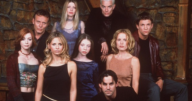 "370100 01: The cast of 20th Century Fox's ""Buffy The Vampire Slayer"" pose for a portrait. (Photo by Online USA)"