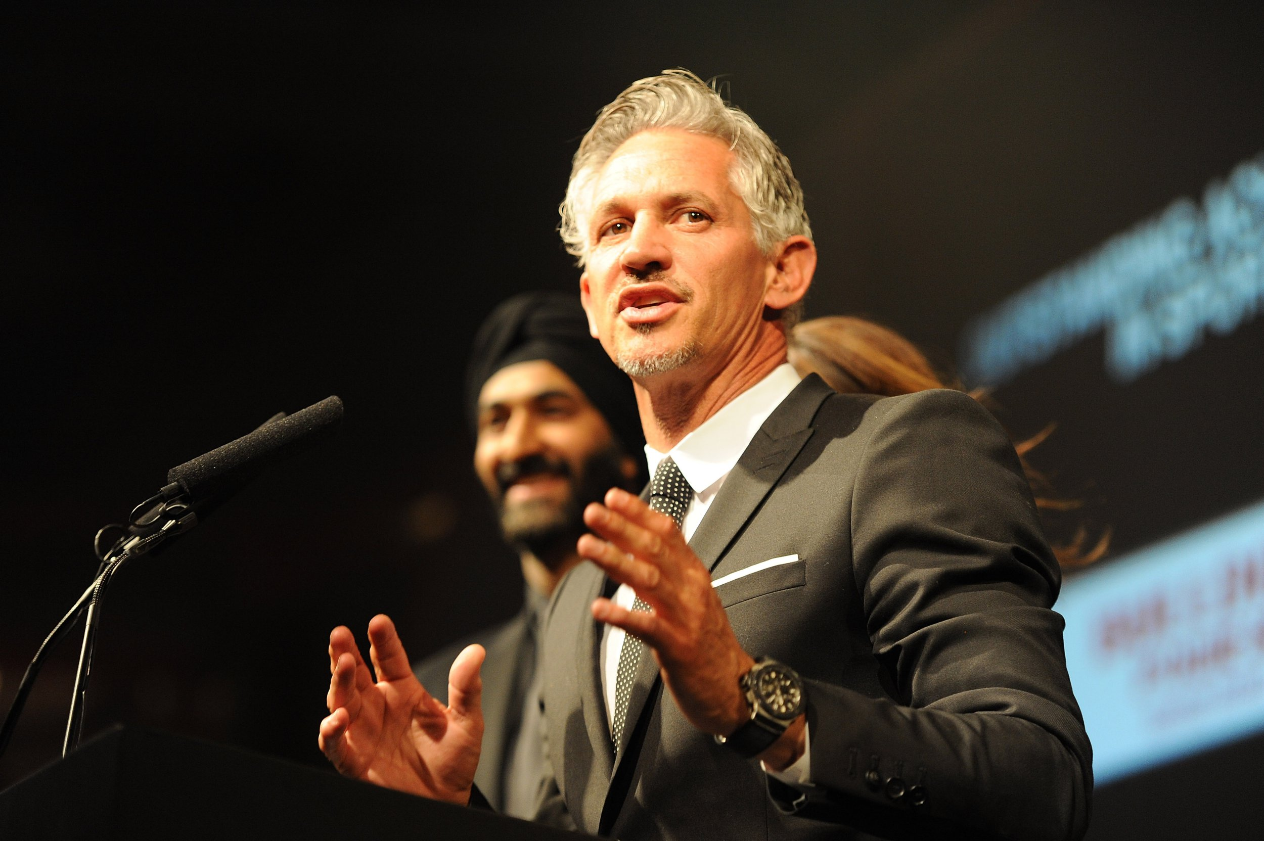 LONDON, ENGLAND - APRIL 17: SUN NEWSPAPER OUT. MANDATORY CREDIT PHOTO BY DAVE J. HOGAN GETTY IMAGES REQUIRED Gary Lineker presents during The Asian Awards 2015 at The Grosvenor House Hotel on April 17, 2015 in London, England. (Photo by Dave J Hogan/Getty Images)