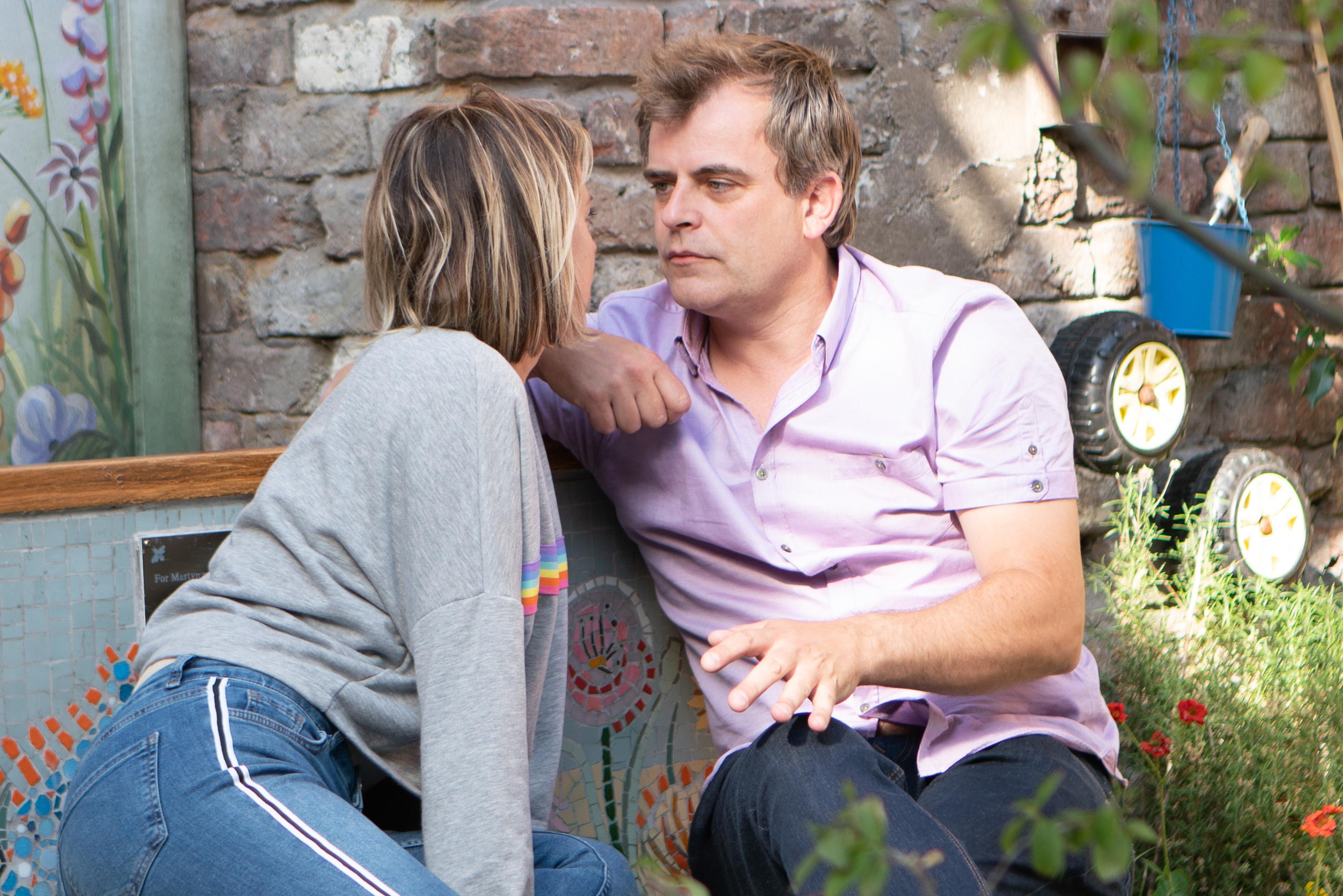 Steve kisses Abi in Coronation Street
