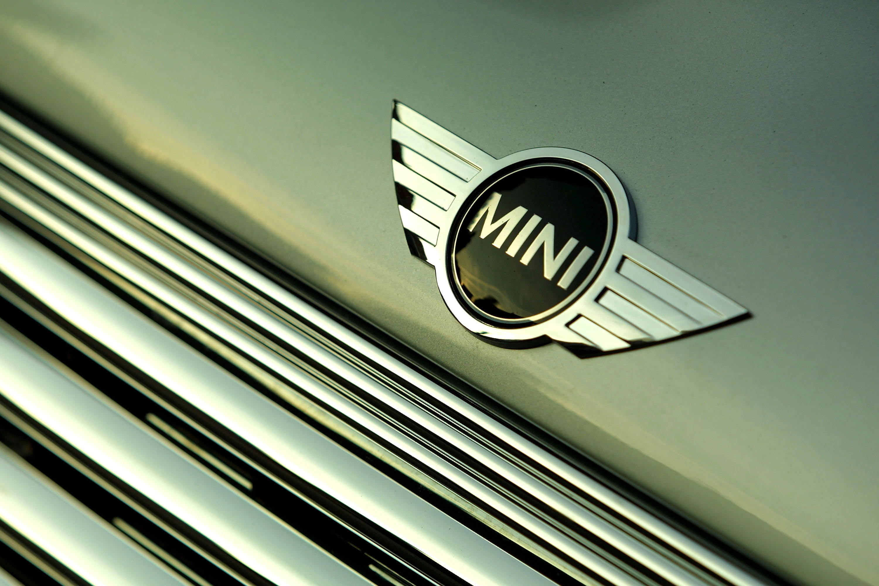 Police sergeant sacked for registering abandoned Mini as his own