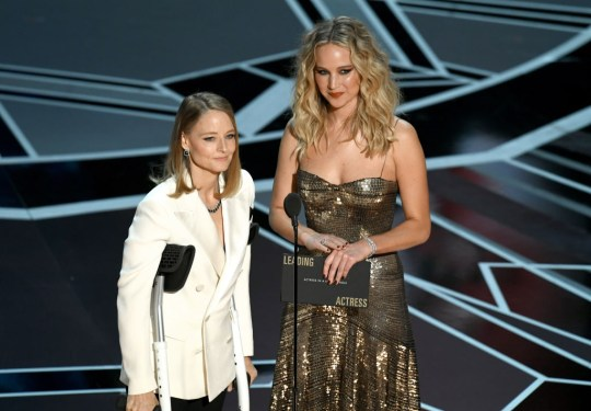 Jodie Foster and Jennifer Lawrence present Oscar