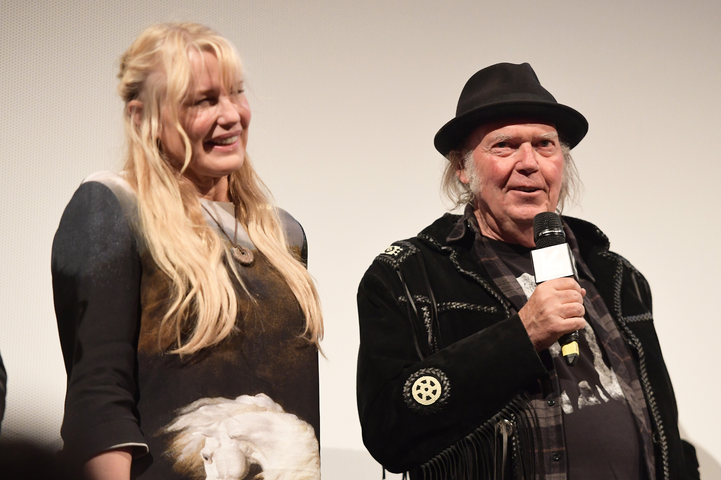 Fans seem to believe Neil Young and Daryl Hannah secretly got married