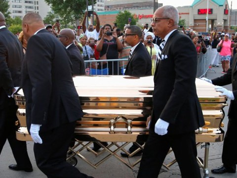 Aretha Franklin's body arrives in gold casket as singer lies in state for two days