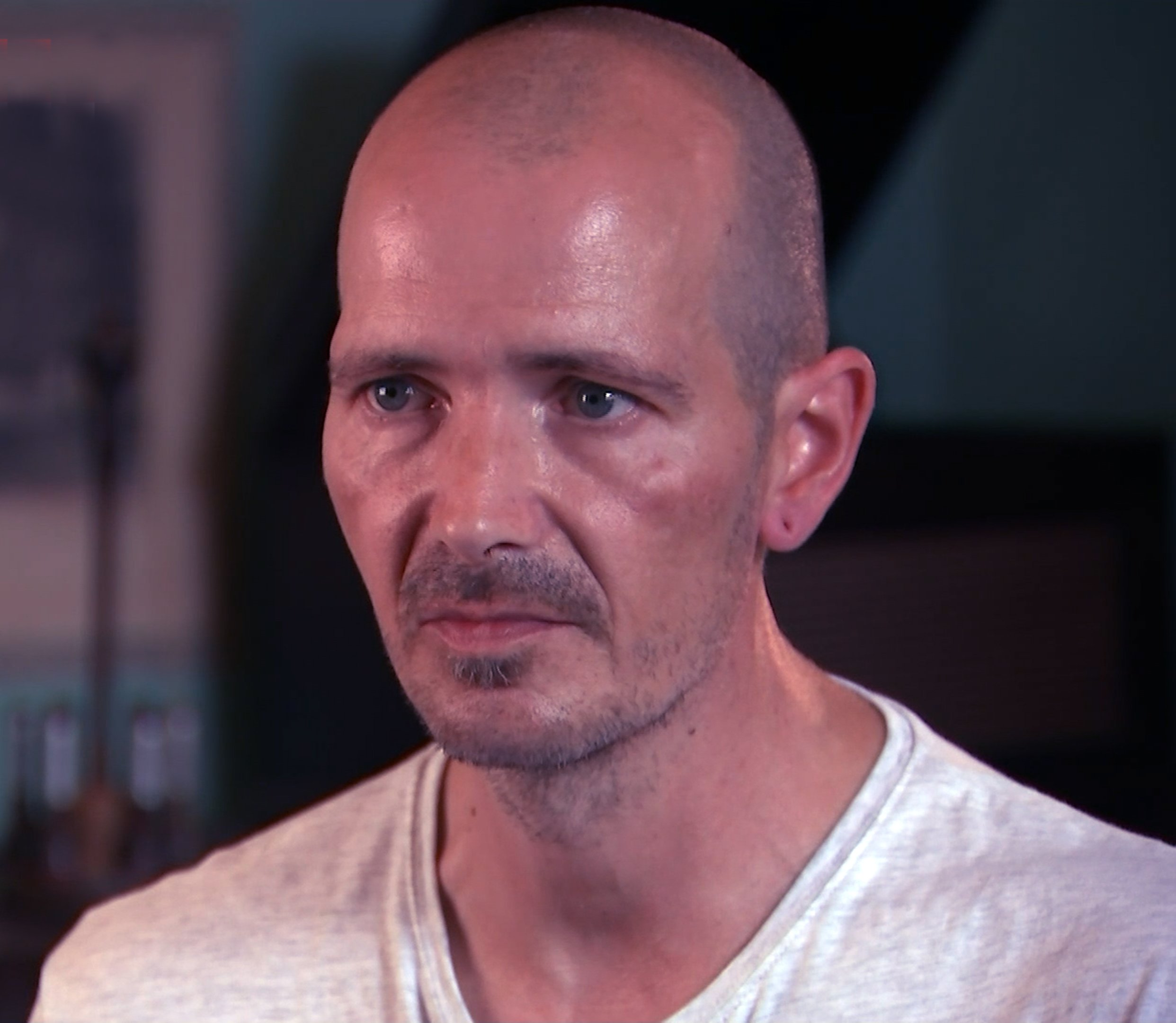 ITV News Exclusive: Charlie Rowley recalls perfume bottle filled with 'oily' Novichok, which took just 15 minutes to poison Dawn Sturgess 'It was a box say 3x3inch box at half an inch thick maybe. Cardboard box with a plastic moulding which contained a glass bottle and plastic dispenser which you had to attach the two' 'Within 15 minutes Dawn said she had a headache. She asked me if I had any headache tablets' In that time she said she felt peculiar and needed to lie down in the bath' I went into the bathroom and found her in the bath, fully clothed, in a very ill state'