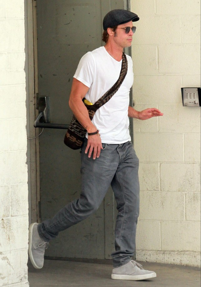 PREMIUM EXCLUSIVE. Coleman-Rayner Los Angeles, CA, USA. August 15, 2018 Brad Pitt is seen leaving his lawyer?s office after a two-hour meeting on the same day his estranged wife Angelina Jolie stepped out in LA with two of their children. The actor was dressed casually in gray pants and a white T-shirt, while carrying a man bag. He was also wearing a dark Newsboy cap and shades. CREDIT MUST READ: Coleman-Rayner Tel US (001) 310 474 4343 - office www.coleman-rayner.com