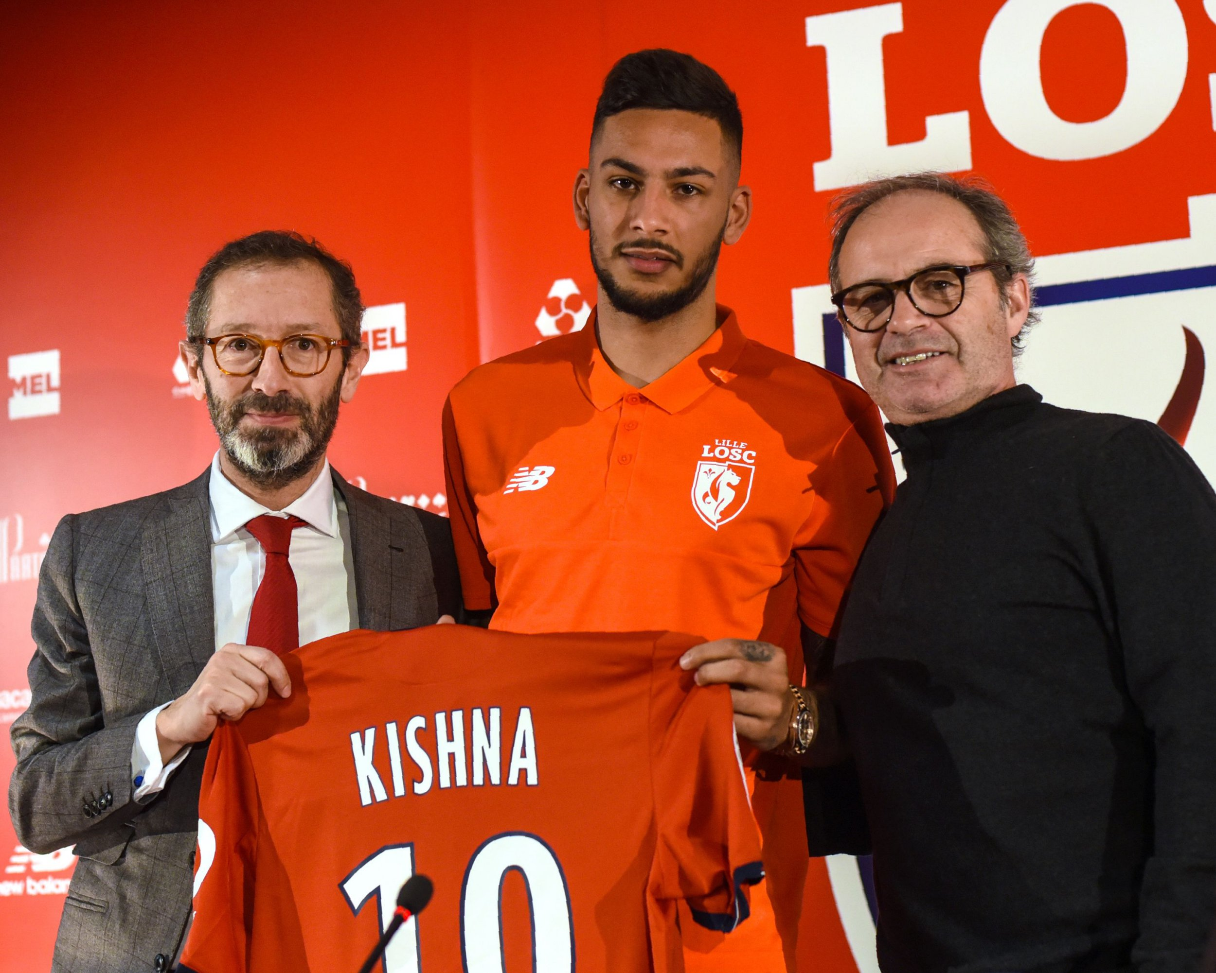Lille's new player, Dutch forward Ricardo Kishna (C) holding his jersey bearing the number 10 poses for pictures with Lille's director Marc Ingla (L) and Lille's Portuguese head coach Luis Campos during a press conference at the training grounds of French first division L1 football club Lille OSC (LOSC) near Villeneuve-d'Ascq, northern France, on February 2, 2017. / AFP / DENIS CHARLET (Photo credit should read DENIS CHARLET/AFP/Getty Images)