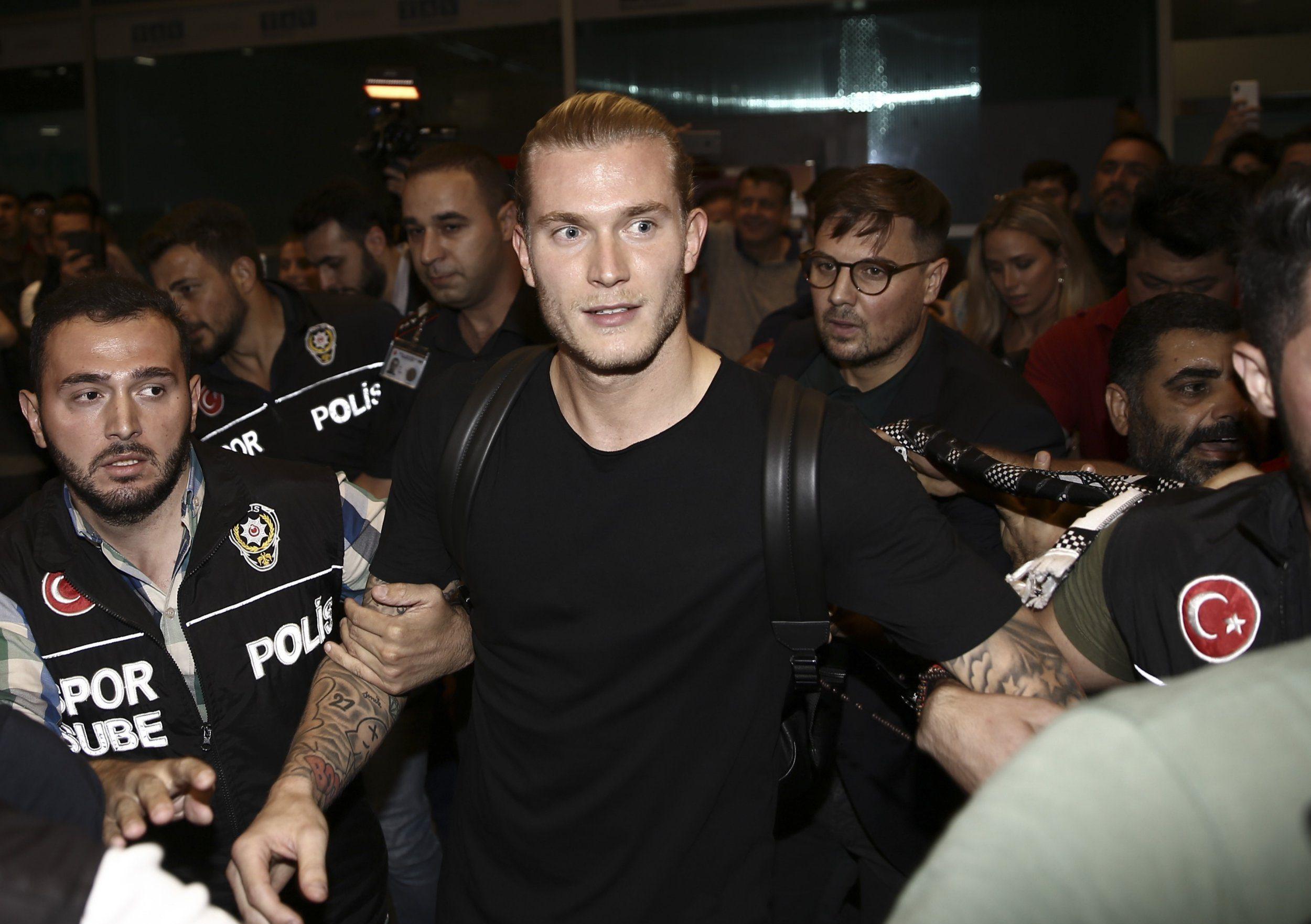 Liverpool goalkeeper Simon Mignolet questions 'bizarre' decision to let Loris Karius leave