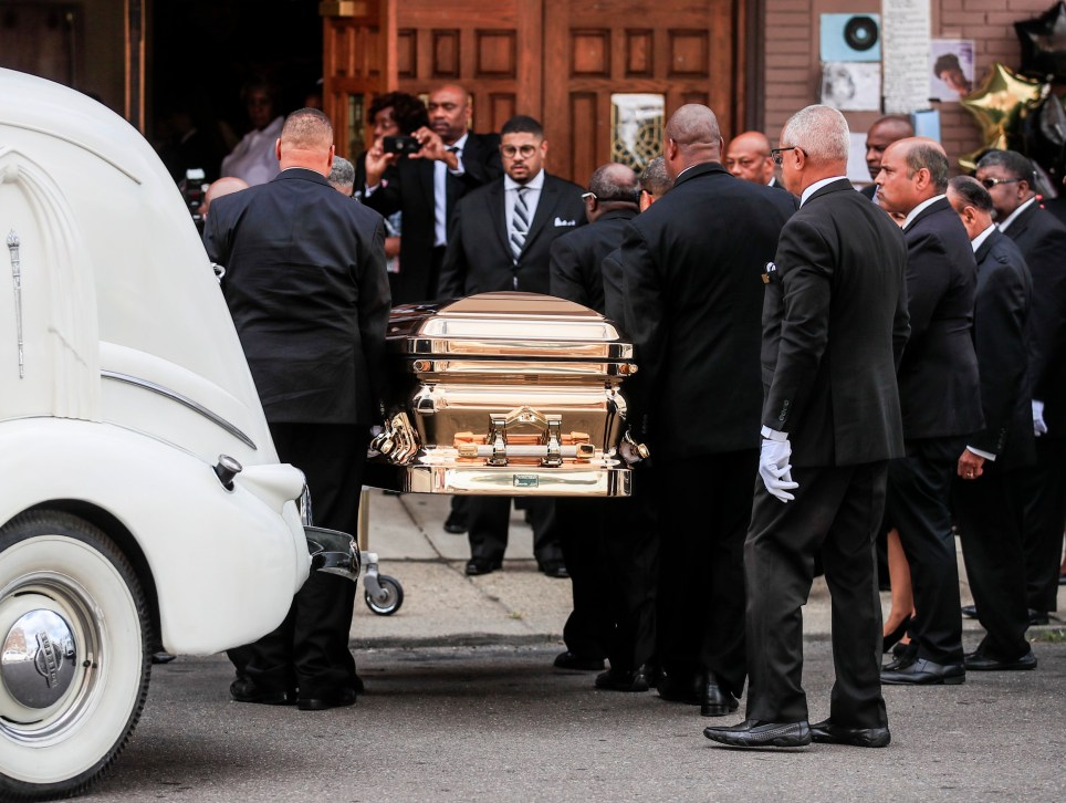 epa06984648 The casket containing the body of US singer Aretha Franklin is taken from a 1940 LaSalle hearse at the New Bethel Baptist Church, once pastored by her father the Rev. C.L. Franklin, for a public viewing in Detroit, Michigan, USA, 30 August 2018. Aretha Franklin, known as the Queen of Soul for recording hits such as RESPECT, Chain of Fools and many others, died 16 August 2018 from pancreatic cancer and will be buried in Woodlawn Cemetery on 31 August. EPA/TANNEN MAURY