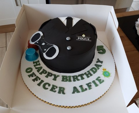 Astonishing Police Make Five Year Olds Day By Going To His Birthday Party Funny Birthday Cards Online Hendilapandamsfinfo