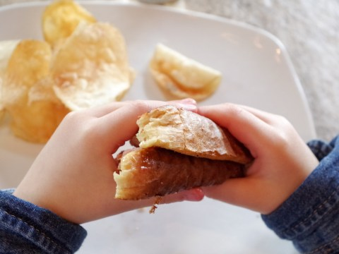 Almost 4,000,000 children in the UK are too poor to have a healthy diet