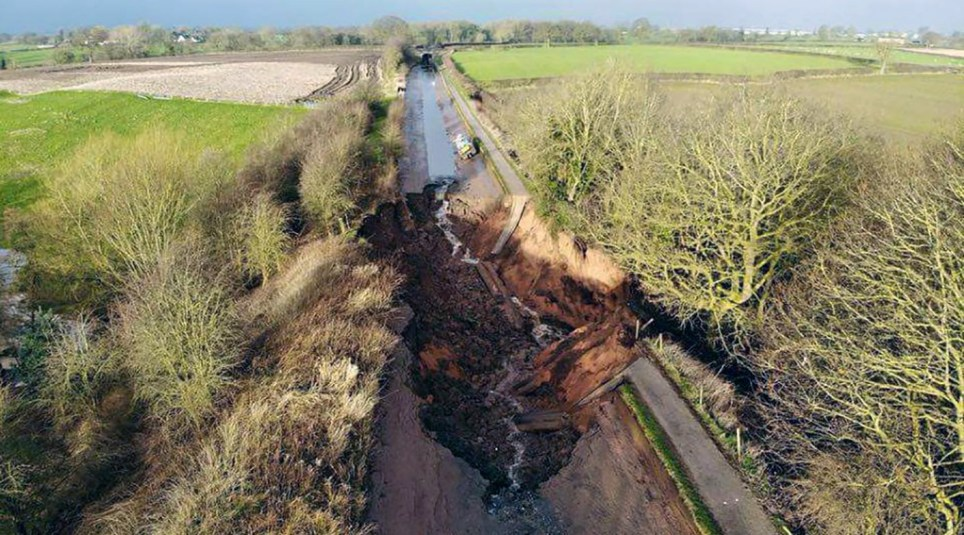 WESSEX NEWS AGENCY Jim Hardy email news@britishnews.co.uk mobile 07501 221880 STORY CATCHLINE: MEMORY An absent-minded person left some gates open - and it caused ??3 million worth of damage and chaos. It sent thousands of gallons of water gushing along a canal with such force, it washed away the banks. Pic shows the chaos
