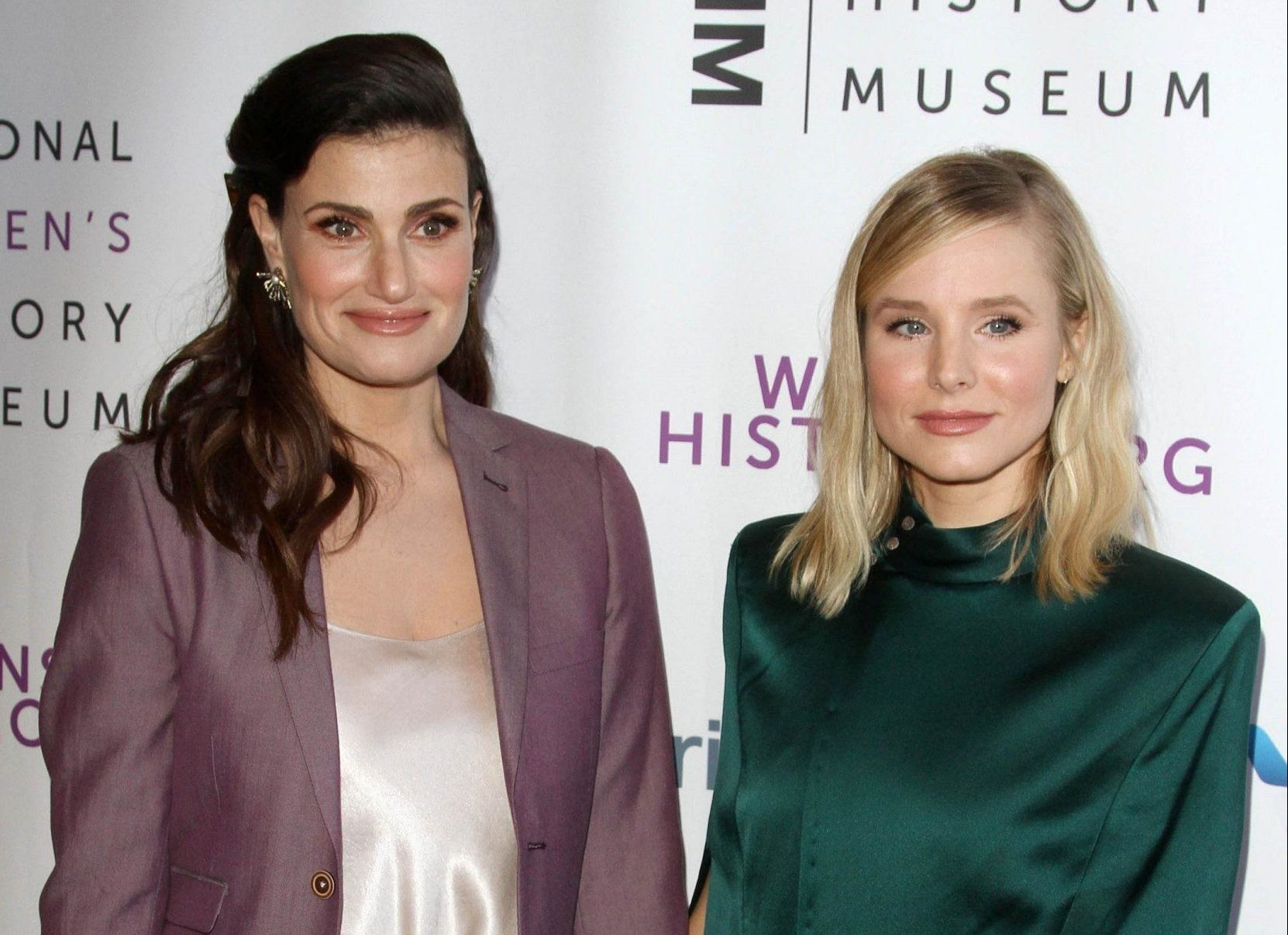 Beverly Hills, CA - Women Making History Awards 2018 held at The Beverly Hilton Hotel in Beverly Hills, California on 9/15/18. Pictured: Idina Menzel, Kristen Bell BACKGRID USA 15 SEPTEMBER 2018 BYLINE MUST READ: Juan Rico / BACKGRID USA: +1 310 798 9111 / usasales@backgrid.com UK: +44 208 344 2007 / uksales@backgrid.com *UK Clients - Pictures Containing Children Please Pixelate Face Prior To Publication*