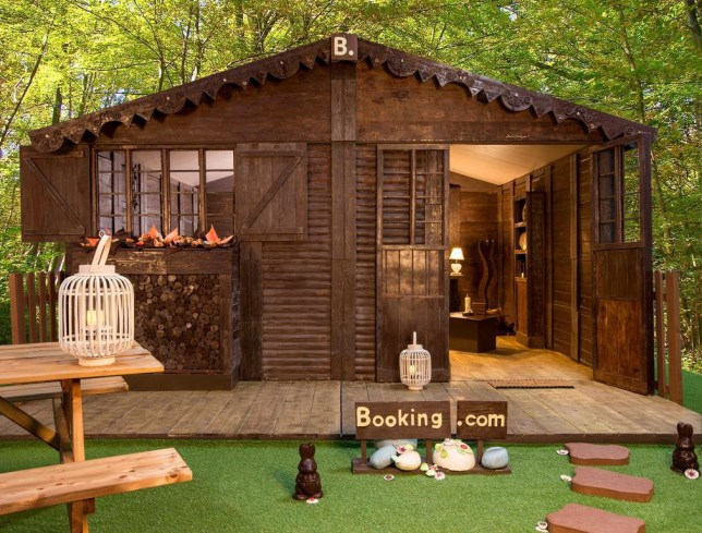 ChoCo'ttage: Booking.com invites travelers to wake up in the first all-chocolate house available for booking Chocolate lovers now have an exceptional opportunity to immerse themselves in the world of their favorite delicacy by staying in a cottage entirely designed in chocolate, available exclusively on Booking.com from September 19, 2018. Waking up in a cottage made entirely of chocolate may seem straight out of a fairy tale, but if that seems impossible, Booking.com, the world leader in connecting travelers with the largest selection of incredible accommodations , now makes this child's dream accessible to all. Designed and manufactured by Jean-Luc Decluzeau, artisan chocolatier specializing in chocolate sculptures, this exceptional 18m2 cottage can accommodate up to four travelers. Made from about 1.5 tons of chocolate - provided by the Gourmet Chocolate Museum - Choco'ttage promises to those who have the chance to book a night a delicious and decadent experience, surrounded by chocolate delicacies. And do not we say that luxury is in the details? Here, nothing has been left to chance: fireplace, kitchen area, windows, light fixtures and other trinkets are all made of chocolate. The abundance of chocolate also extends outside the house, where Jean-Luc Decluzeau has designed a garden surrounding the cottage: green lawn, duck pond white chocolate, mill and flowerbed entirely in chocolate. Notice to chocolate fans so: some of these items can even be enjoyed by those who have the chance to stay in this house! To book, travelers must be fast: at 10:00 sharp, September 19 and 26, the ChoCo'ttage will be available for booking, respectively for the nights of October 5 and 6. This exceptional experience proposed at the price of 50 euros can be booked on Booking.com: https://www.booking.com/hotel/fr/the-chocolate-cottage.fr.html