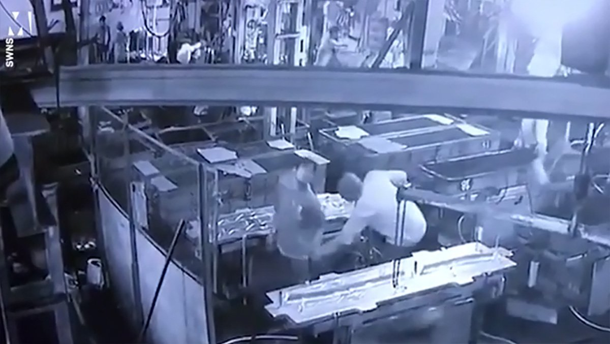 Boss accidentally kills worker by blasting compressed air up his BUM in horrific prank METRO GRAB taken from: https://videos.metro.co.uk/video/met/2018/09/22/838148716455610297/640x360_MP4_838148716455610297.mp4 Credit: SWNS