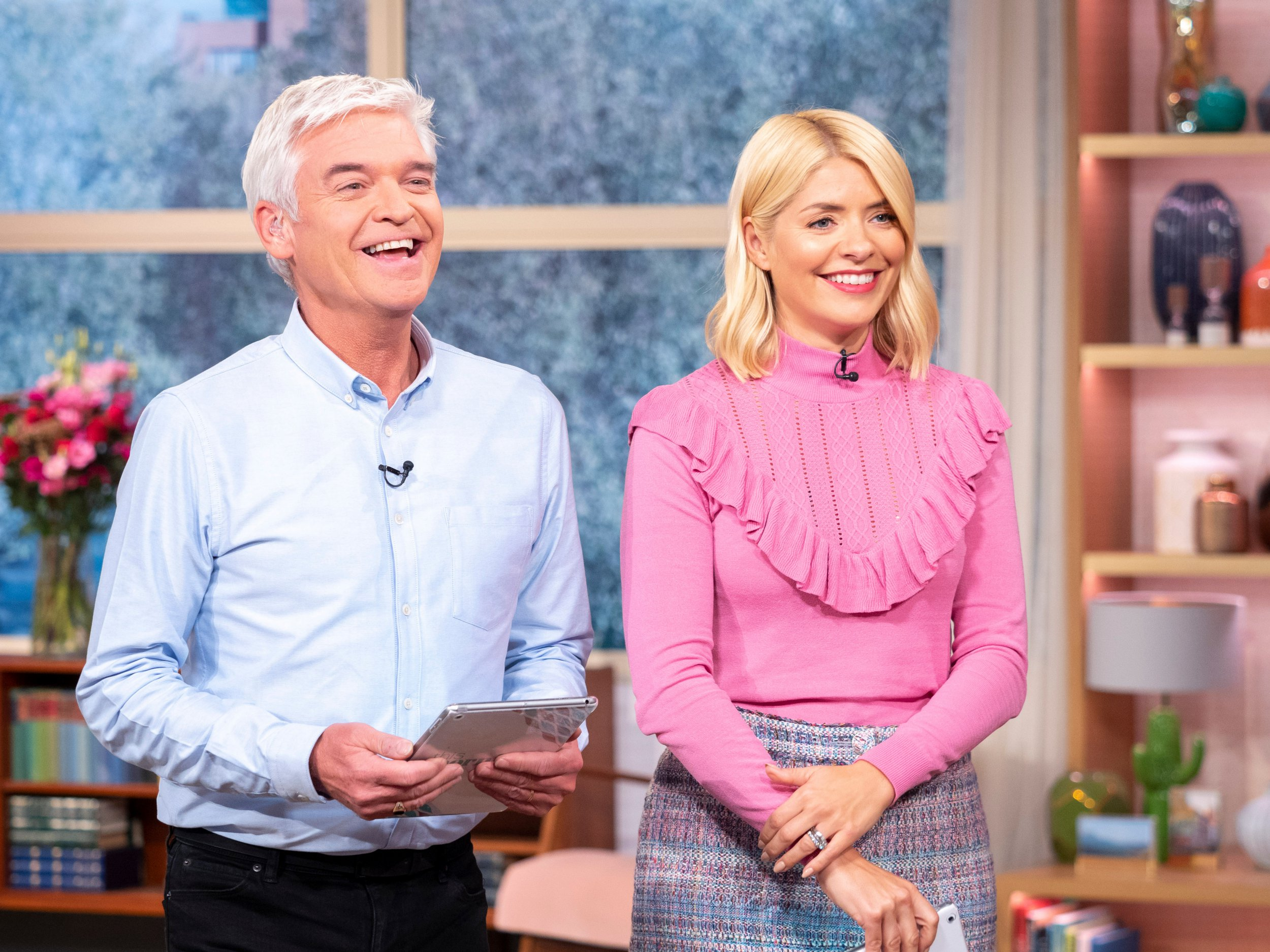 EDITORIAL USE ONLY. NO MERCHANDISING Mandatory Credit: Photo by Ken McKay/ITV/REX/Shutterstock (9894274bd) Phillip Schofield and Holly Willoughby 'This Morning' TV show, London, UK - 25 Sep 2018