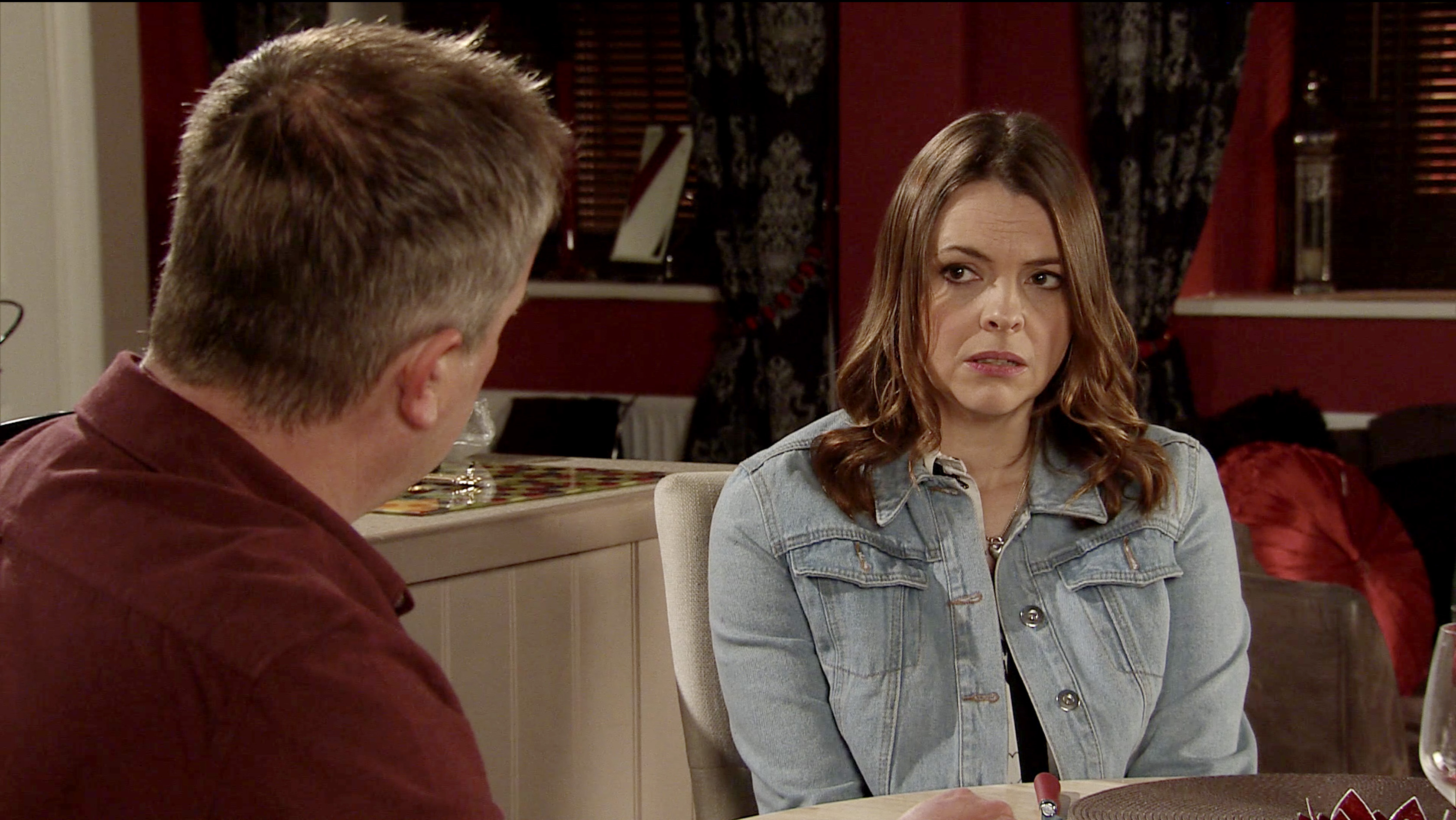 Tracy comes clean in Coronation Street