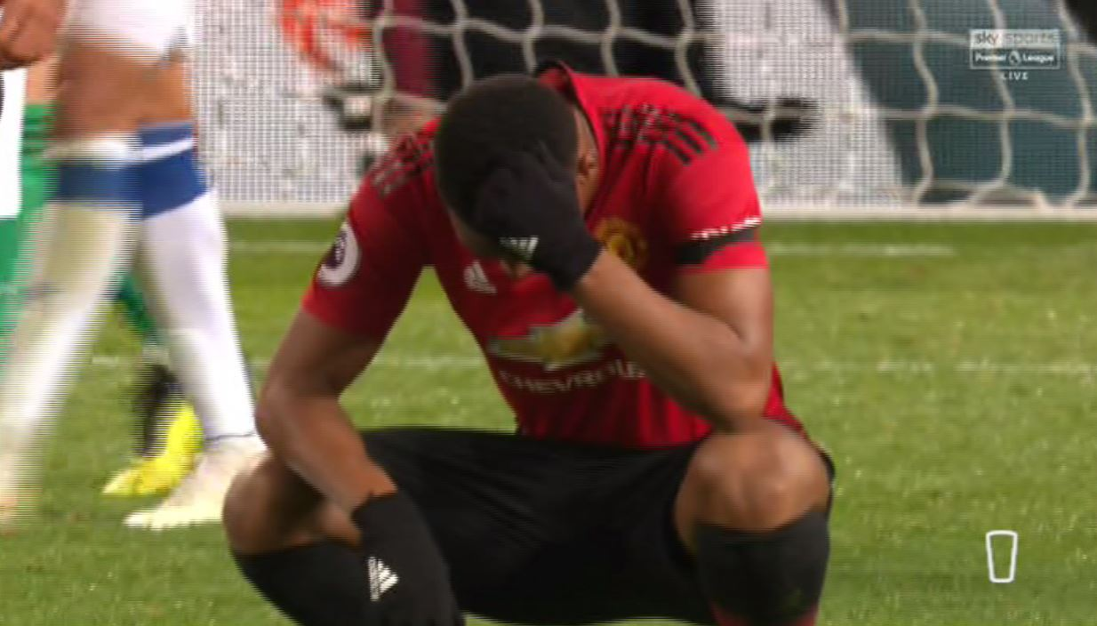 Manchester United fans love Anthony Martial's reaction after his late miss against Everton