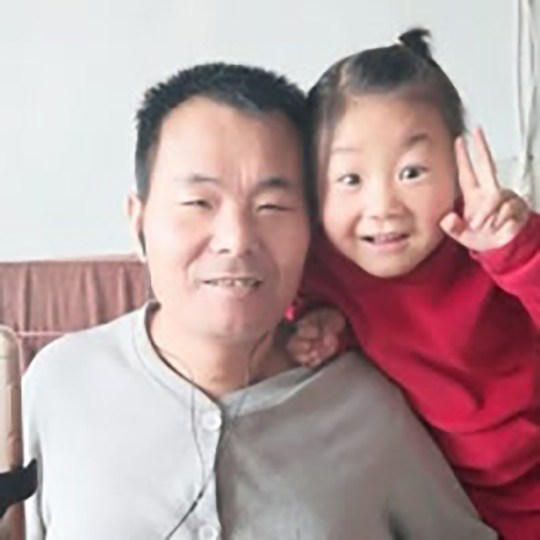 Girl, 6, takes care of paralysed dad
