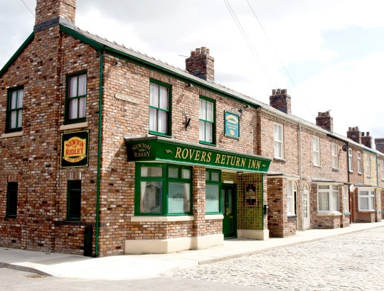FROM ITV Coronation Street Exterior Sets Picture contact - david.crook@itv.com This photograph is (C) ITV Plc and can only be reproduced for editorial purposes directly in connection with the programme or event mentioned above, or ITV plc. Once made available by ITV plc Picture Desk, this photograph can be reproduced once only up until the transmission [TX] date and no reproduction fee will be charged. Any subsequent usage may incur a fee. This photograph must not be manipulated [excluding basic cropping] in a manner which alters the visual appearance of the person photographed deemed detrimental or inappropriate by ITV plc Picture Desk. This photograph must not be syndicated to any other company, publication or website, or permanently archived, without the express written permission of ITV Plc Picture Desk. Full Terms and conditions are available on the website www.itvpictures.com Picture contact - david.crook@itv.com Photographer - Amy Brammall This photograph is (C) ITV Plc and can only be reproduced for editorial purposes directly in connection with the programme or event mentioned above, or ITV plc. Once made available by ITV plc Picture Desk, this photograph can be reproduced once only up until the transmission [TX] date and no reproduction fee will be charged. Any subsequent usage may incur a fee. This photograph must not be manipulated [excluding basic cropping] in a manner which alters the visual appearance of the person photographed deemed detrimental or inappropriate by ITV plc Picture Desk. This photograph must not be syndicated to any other company, publication or website, or permanently archived, without the express written permission of ITV Plc Picture Desk. Full Terms and conditions are available on the website www.itvpictures.com