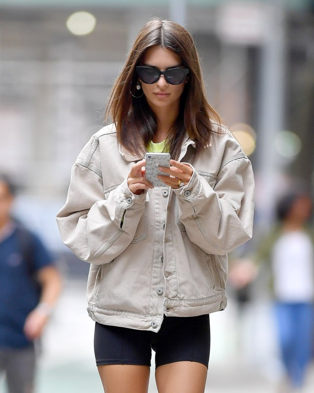 First shots of Emily Ratajkowski after being arrested in Washington,DC goes to gym in New York City.Emily showed her middle finger and diamond ring. Pictured: Emily Ratajkowski Ref: SPL5031045 051018 NON-EXCLUSIVE Picture by: Robert O'neil / SplashNews.com Splash News and Pictures Los Angeles: 310-821-2666 New York: 212-619-2666 London: 0207 644 7656 Milan: +39 02 4399 8577 Sydney: +61 02 9240 7700 photodesk@splashnews.com World Rights,