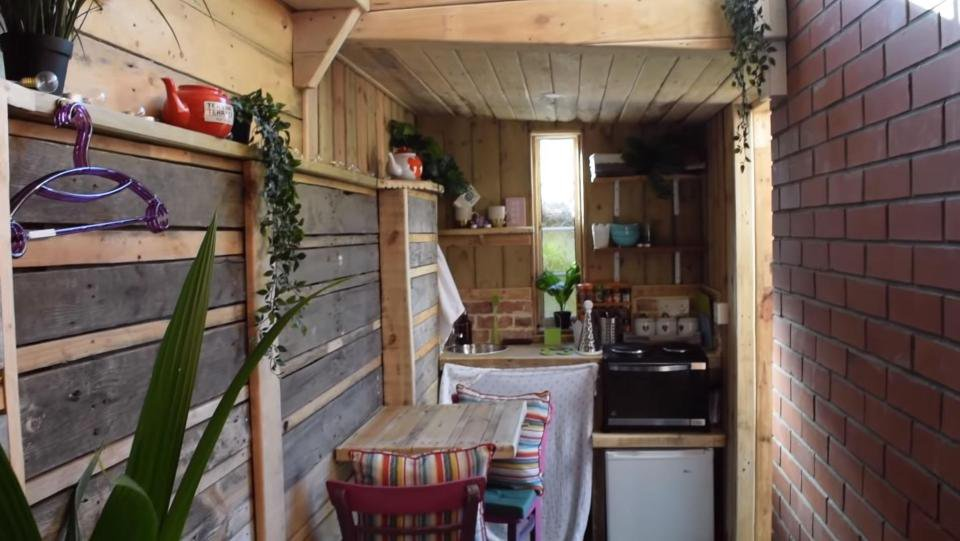 Someone tried to rent out a shed stuffed in a side alley for £612 a month