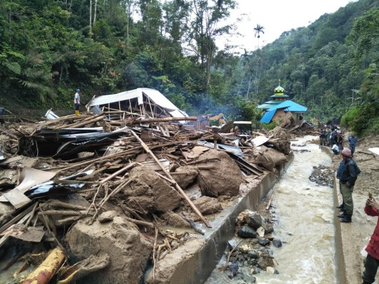 Villagers examine a site after it was hit by flash floods at the Saladi village in Mandailing Natal, North Sumatra on October 13, 2018. - At least 10 people are dead when heavy rain led to flash floods and landslide in Indonesia, an official said on October 13. (Photo by AGUS SALIM / AFP)AGUS SALIM/AFP/Getty Images