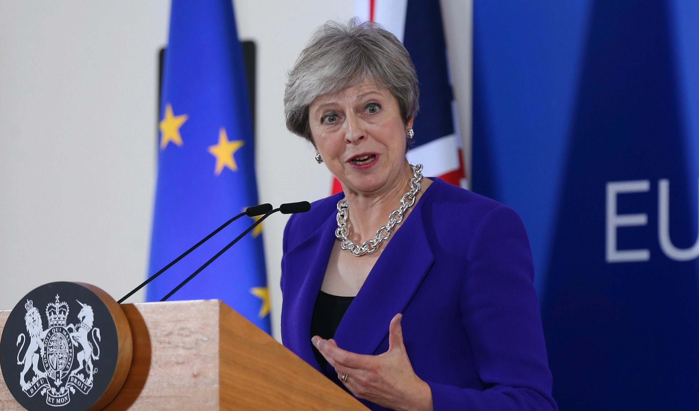 BRUSSELS, BELGIUM - OCTOBER 18 : British Prime Minister Theresa May holds a press conference after the second day of European Union leaders summit at the European Council in Brussels on October 18, 2018. (Photo by Dursun Aydemir/Anadolu Agency/Getty Images)