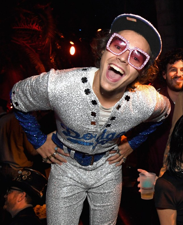 Elton John Christmas Outfit.Harry Styles Dresses Up As Elton John For Halloween Party