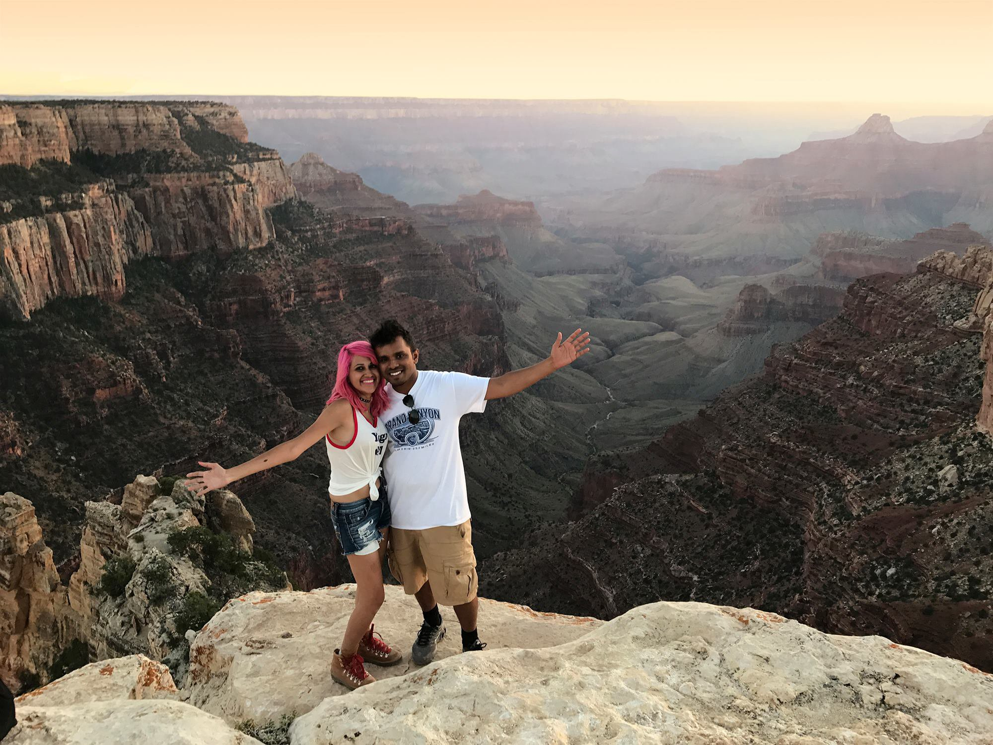 METRO GRAB FACEBOOK Couple Who Fell to Their Deaths at Yosemite National Park Identified as Popular Travel Bloggers Vishnu Viswanath and Meenakshi Moorthy https://www.facebook.com/photo.php?fbid=1630072127002846&set=a.283846398292099&type=3&theater