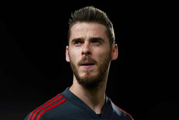 Why David de Gea is stalling over signing a new Manchester United contract