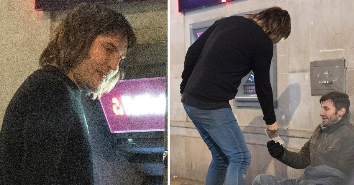 Noel Fielding is in the Christmas spirit as he gives homeless man £20