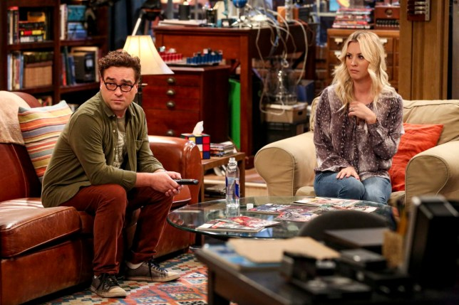 """""""The Conjugal Configuration"""" - Pictured: Leonard Hofstadter (Johnny Galecki) and Penny (Kaley Cuoco). Sheldon and Amy\'s honeymoon runs aground in New York, while Penny and Leonard discover they are uncomfortably similar to Amy\'s parents, Mr. and Mrs. Fowler (Teller and Kathy Bates). Also, Koothrappali insults physicist Neil deGrasse Tyson and starts a Twitter war, on the 12th season premiere of THE BIG BANG THEORY, on a special night, Monday, Sept. 24 (8:00-8:30 PM, ET/PT) on the CBS Television Network. Photo: Michael Yarish/Warner Bros. Entertainment Inc. ???? 2018 WBEI. All rights reserved."""