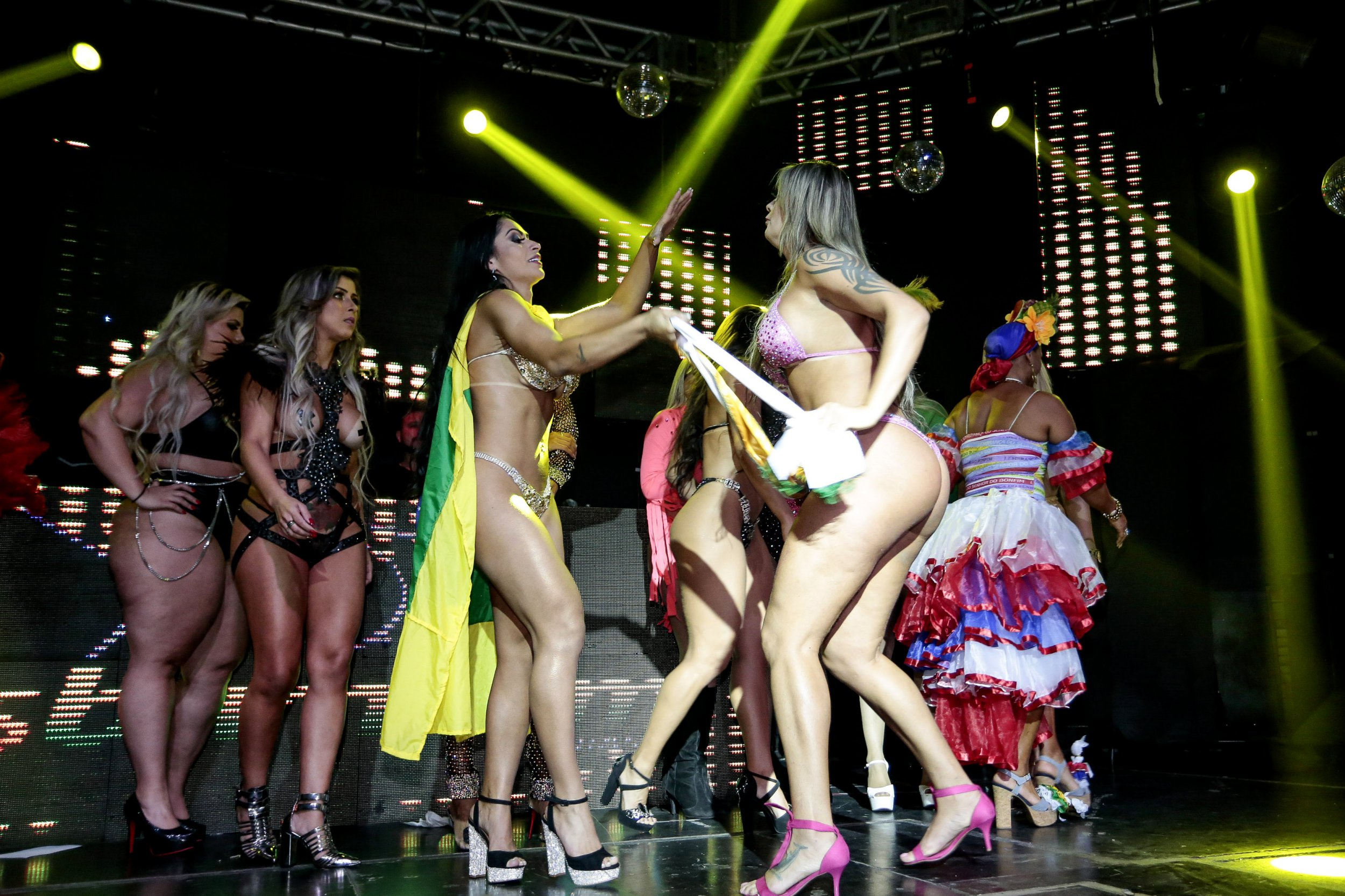 Miss Bumbum finalist tussles with winner after accusing her of having fake bum
