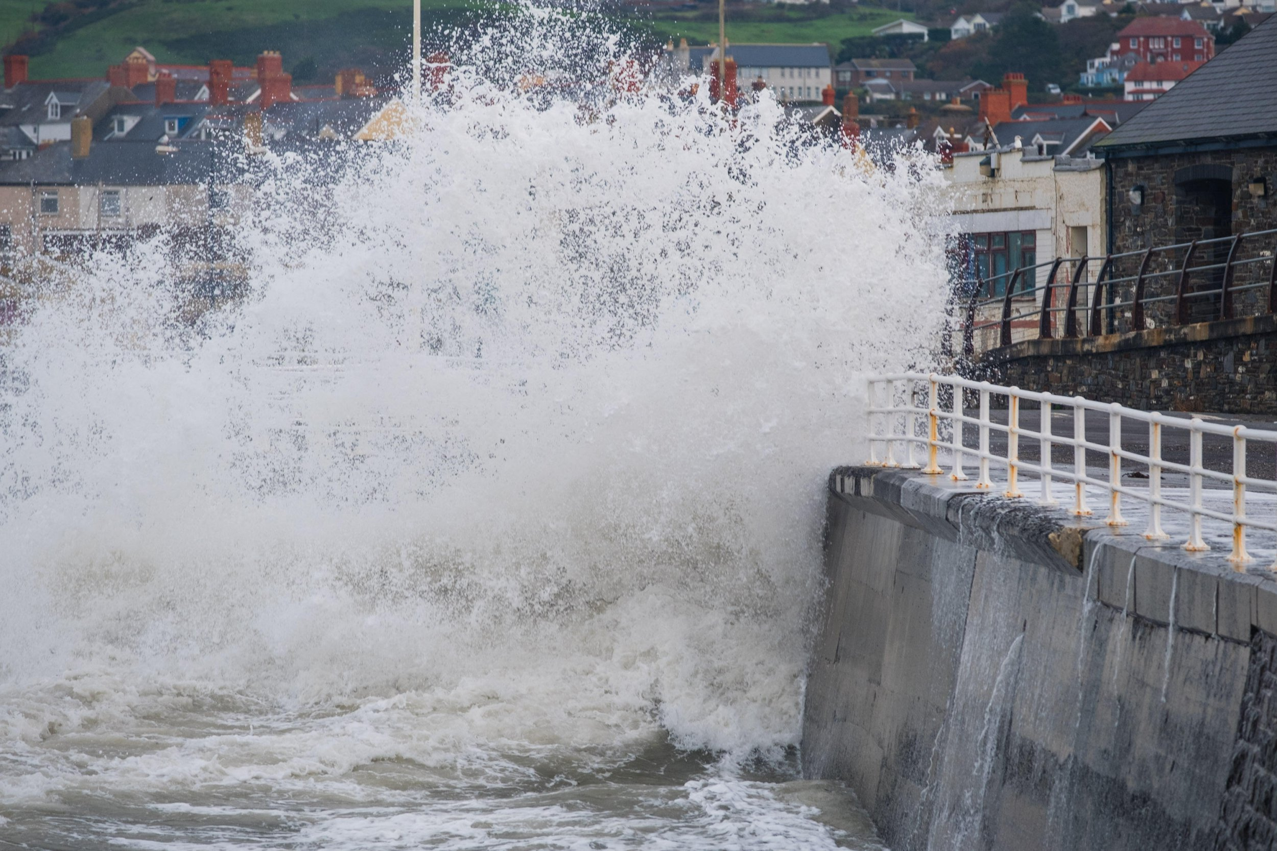Alamy Live News. R135DM Aberystwyth Wales UK, 9th Nov 2018.?UK Weather: At the morning high tide, huge waves break against the sea walls in Aberystwyth as the weather again turns wet and windy. The Met Office have issued a Yellow Warning for strong winds, heavy rain and the likelihood of river and coastal flooding for large parts of south Wales and the west country today?photo credit Keith Morris/Alamy Live News This is an Alamy Live News image and may not be part of your current Alamy deal . If you are unsure, please contact our sales team to check.