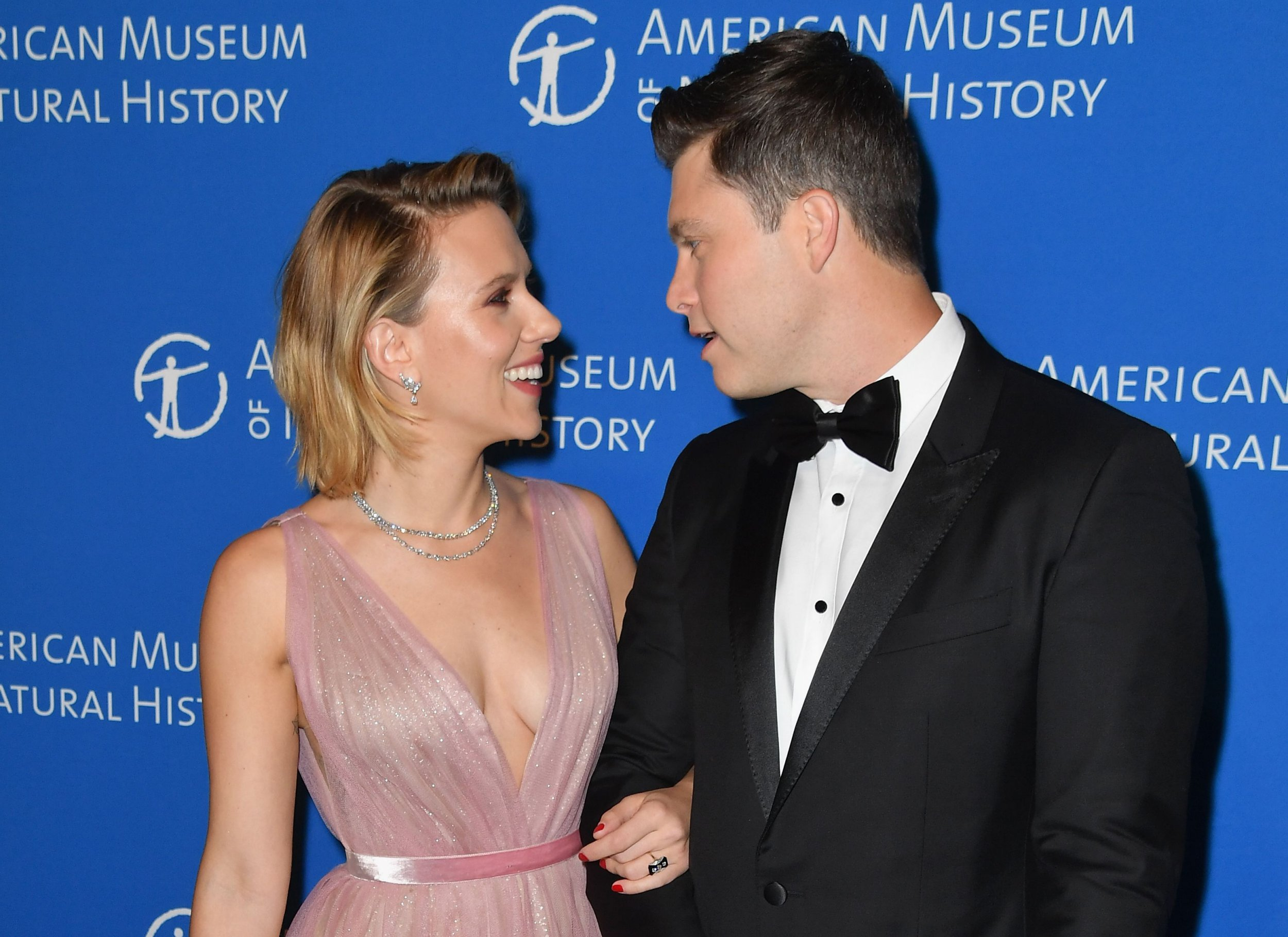 Actress Scarlett Johansson and boyfriend comedian Colin Jost attend the American Museum of Natural History's 2018 Museum Gala on November 15, 2018 in New York City. (Photo by Angela Weiss / AFP)ANGELA WEISS/AFP/Getty Images
