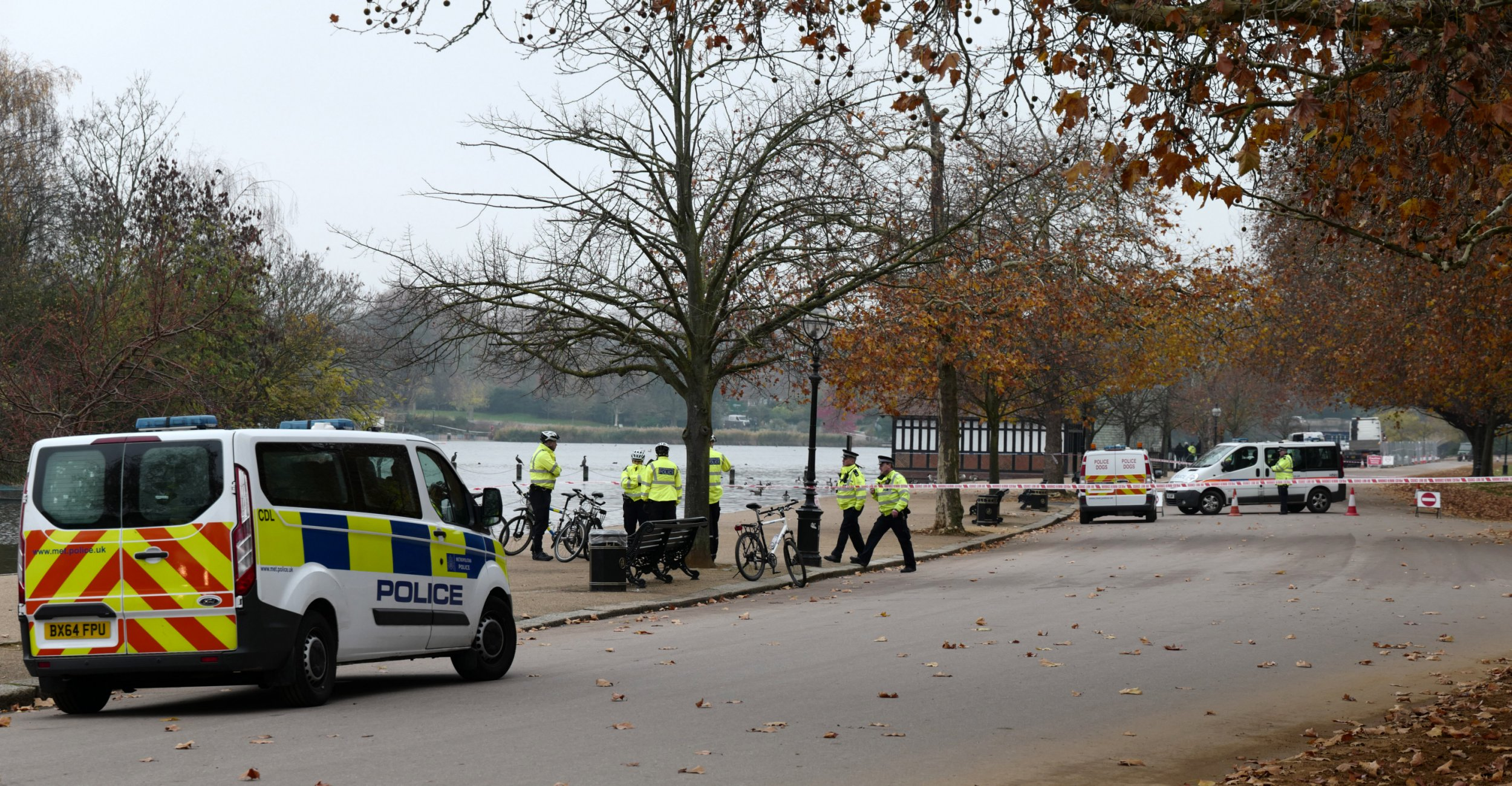 Unexploded bomb from WWII found in lake in centre of Hyde Park