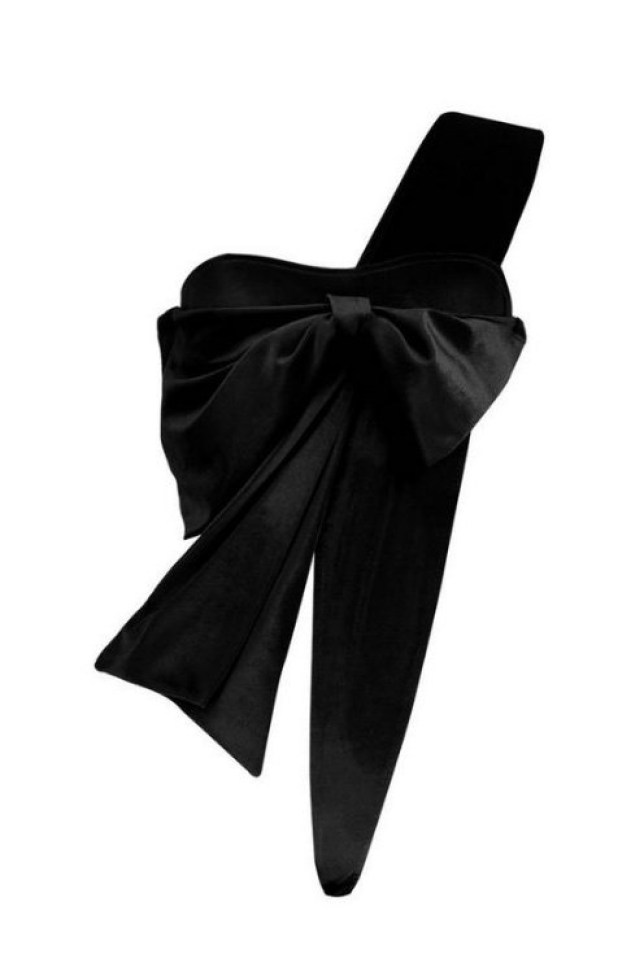 187a4fe13285a Wrap me up bow METRO GRAB taken from: https://www.boohoo.com/wrap-me-up- velvet-bow/DZZ64045.html Credit: Boohoo
