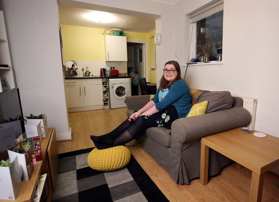 LONDON, UNITED KINGDOM, NOVEMBER 23RD 2018. WHAT I RENT: CLAPHAM/ BRIXTON Tenant Laura Abernethy is pictured in the combined living room and kitchen of her two bedroom flat in the Clapham/ Brixton border area of London, 23rd November 2018. Laura and her flatmate Elliot Davies pay ?725 a month including water and council tax but not including gas, electricity or internet usage. Photo credit: Susannah Ireland