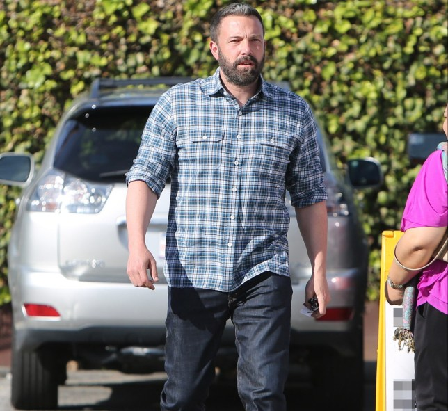 **USE CHILD PIXELATED IMAGES IF YOUR TERRITORY REQUIRES IT** Ben Affleck is seen out and about with his children in Los Angeles, CA Pictured: Ben Affleck Ref: SPL5044409 251118 NON-EXCLUSIVE Picture by: SplashNews.com Splash News and Pictures Los Angeles: 310-821-2666 New York: 212-619-2666 London: 0207 644 7656 Milan: 02 4399 8577 photodesk@splashnews.com World Rights,