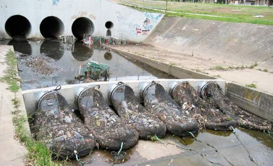 Australian Town Comes Up With A Genius Way Of Stopping Pollution METRO GRAB taken from: http://stormwatersystems.com/stormx-netting-trash-trap/ Credit: Storm Water Systems
