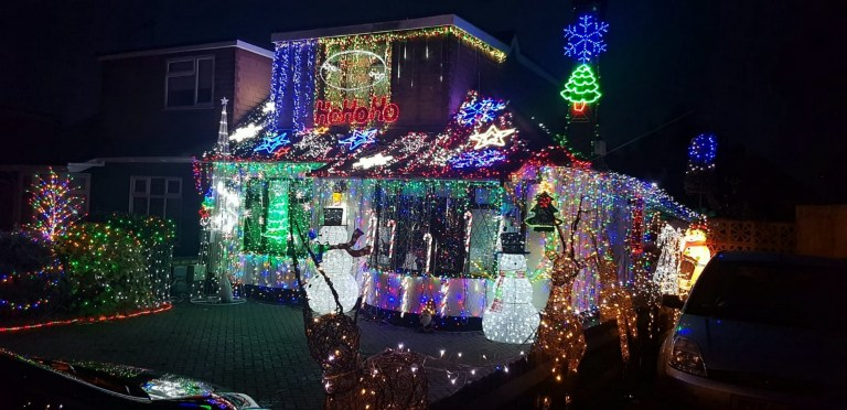 House With Christmas Lights.Dad Covers House In 50 000 Christmas Lights In Essex Metro