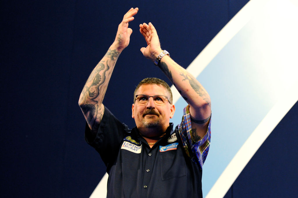 Gary Anderson survives match darts to edge Jermaine Wattimena at PDC World Championship