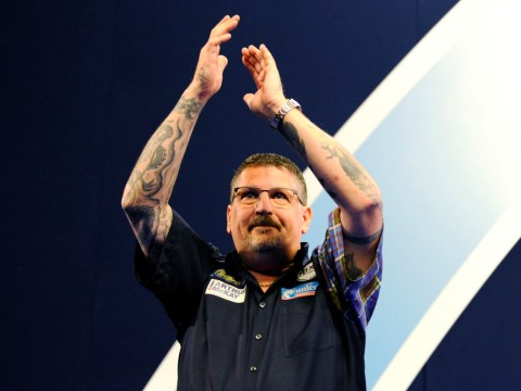 Gary Anderson underwhelms but strolls into PDC World Championship third round