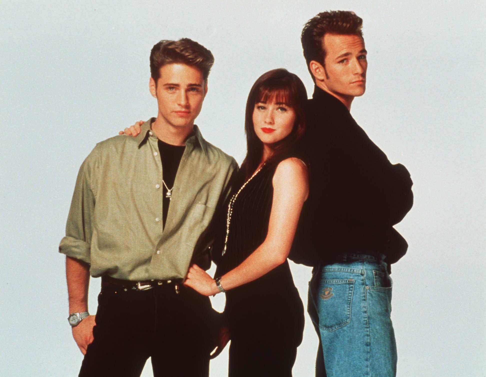 Television programme : BEVERLEY HILLS 90210 Saturday 14th April, 11.05am. This mornings rendezvous with the beautiful students of Beverley Hills High, starring JASON PRIESTLY, ShannenDOHERTY and LUKE PERRY. Licenced by: Channel 5 Broacasting. Contact Channel 5 Stills: 0171 550 5583/5509/5544. Free for editorial press and listings use in connection with the current broadcast of Channel 5 programmes only. This image may only be reproduced with the prior written consent of Channel 5. All rights reserved. Not for any form of advertising, internet use or in connection with the sale of any product.Brenda (ShannenDocherty) lies to her parents about seeing Dylan (Luke Perry) and Brandon (Jason Priestley) challenges a friend. Free picture publicity for Channel 5 programmes only! Channel 5