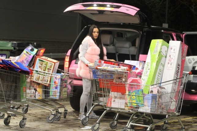 BGUK_1441050 - BRIGHTON, UNITED KINGDOM - *PREMIUM-EXCLUSIVE* - *MUST CALL FOR PRICING* *WEB EMBARGO UNTIL 5:10pm ON 23/12/18* Katie Price seen spending ??4k while Christmas shopping at a toy store in Brighton. The star was seen with friends as they helped her put the 7 trolley loads of toys into her pink Range Rover Pictured: Katie Price - Jordan BACKGRID UK 21 DECEMBER 2018 UK: +44 208 344 2007 / uksales@backgrid.com USA: +1 310 798 9111 / usasales@backgrid.com *UK Clients - Pictures Containing Children Please Pixelate Face Prior To Publication*