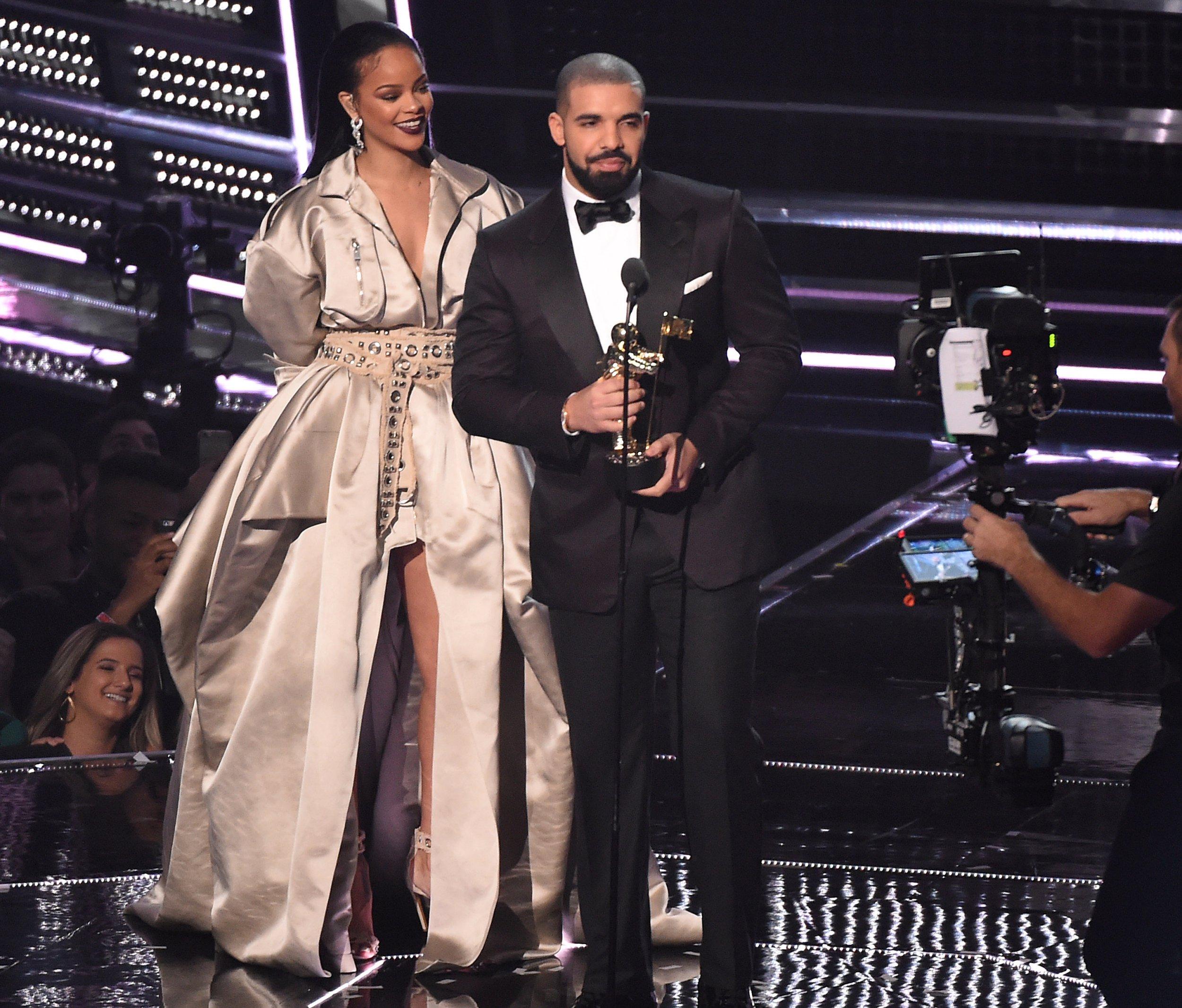 is Drake dating Rihanna nu problemen met dating alleenstaande ouders