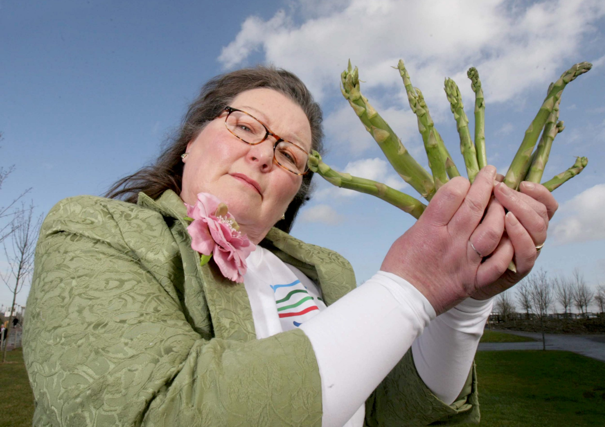 Jemima Packington, Britain?s only fortune teller to uses asparagus to see into the future. (file photo) See SWNS story SWMDtips; A fortune teller who correctly predicted Brexit using ASPARAGUS has revealed her top tips for 2019 ? including a global recession. Jemima Packington, 61, is the world's only Asparamancer and claims she can peer into the future by tossing the veg in the air and interpreting how the spears land. She predicts that 2019 will see the extreme temperature will become a norm and well-known British businesses will fold. She also thinks there will be exciting new technology and fears over Brexit will be largely unfounded.