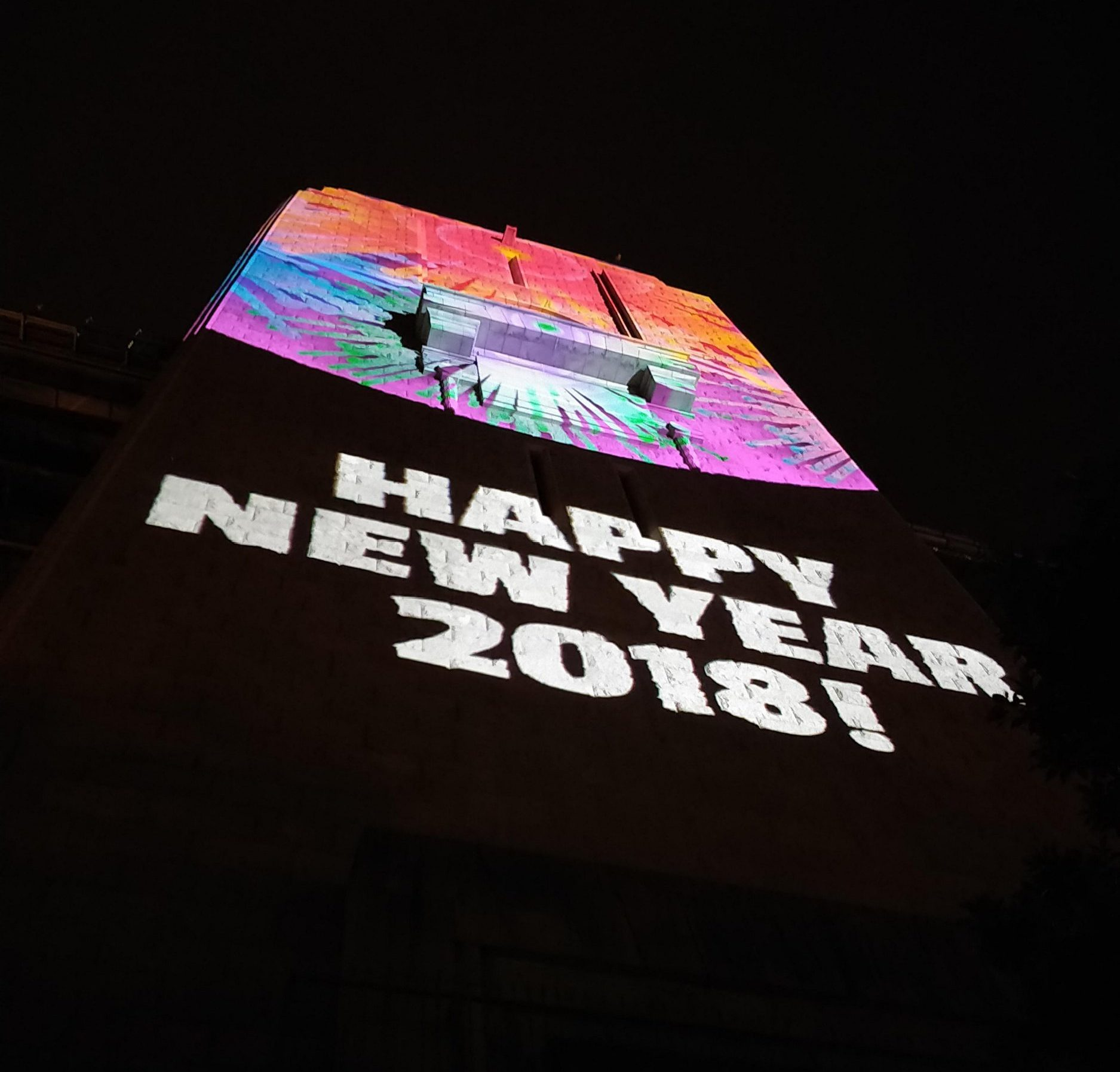 """Sign at Sydney NYE celebrations displays message """"Happy New Year 2018!' (Picture: BepisMex/Reddit)"""